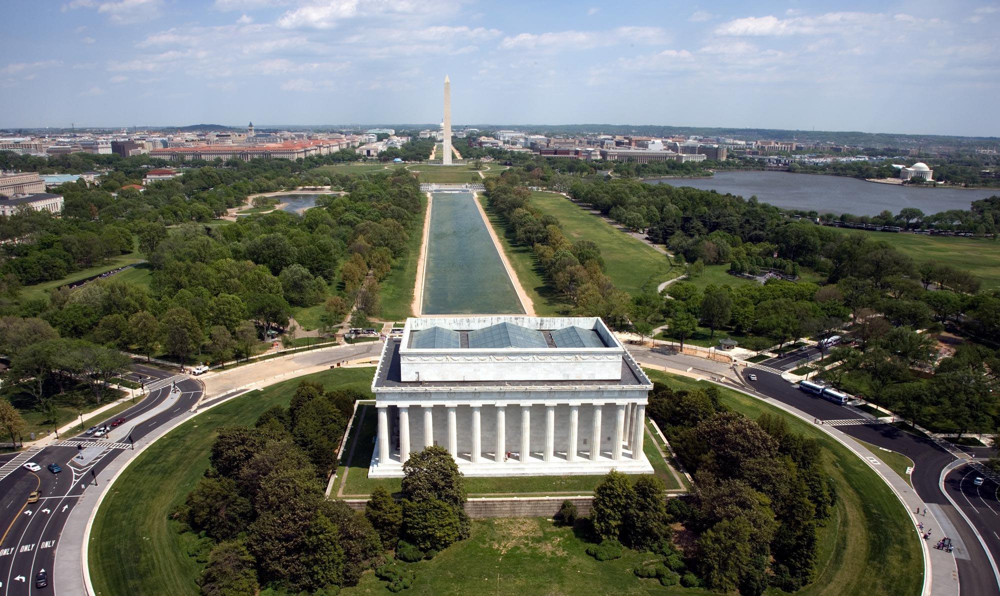 Lincoln-memorial-Aerial_view_pd.jpg