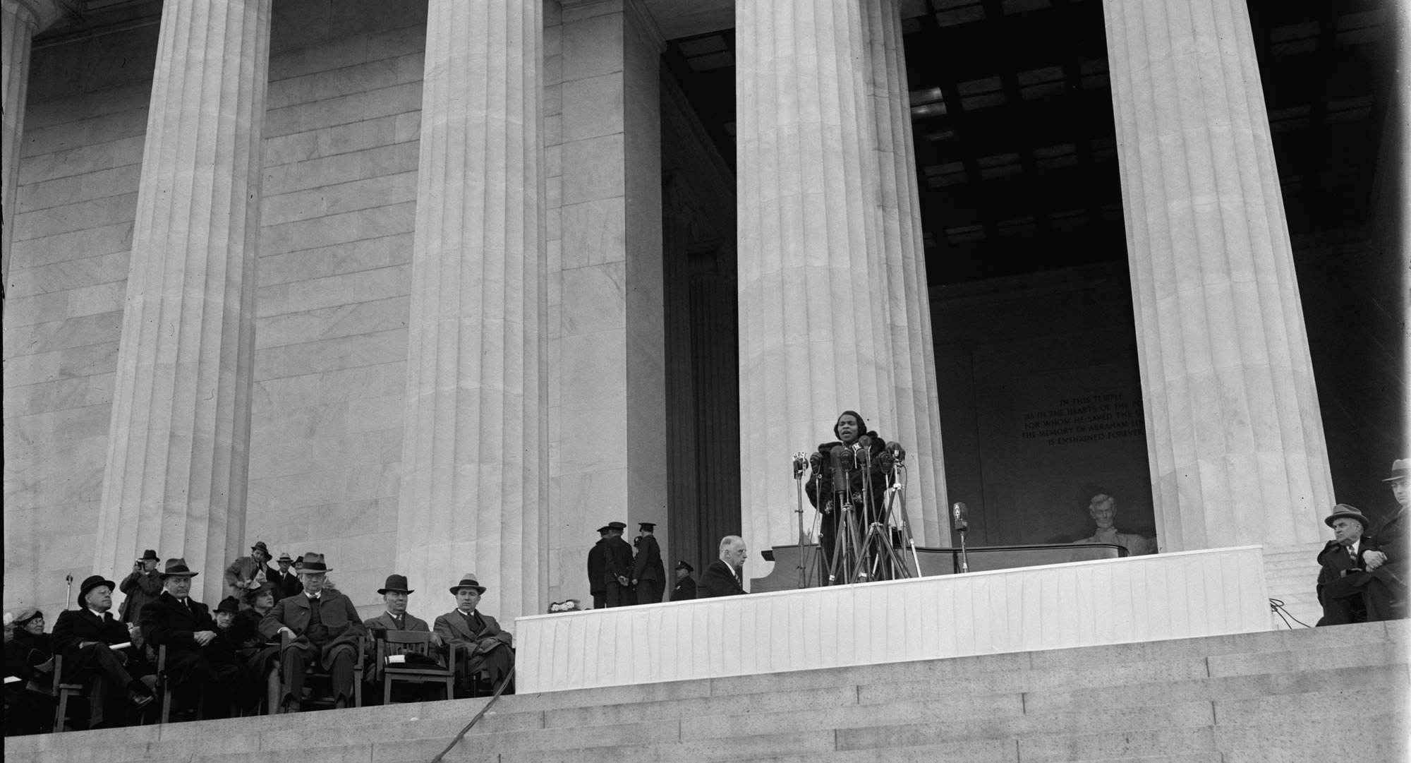 Lincoln-Memorial-Marian-Anderson-loc.jpg