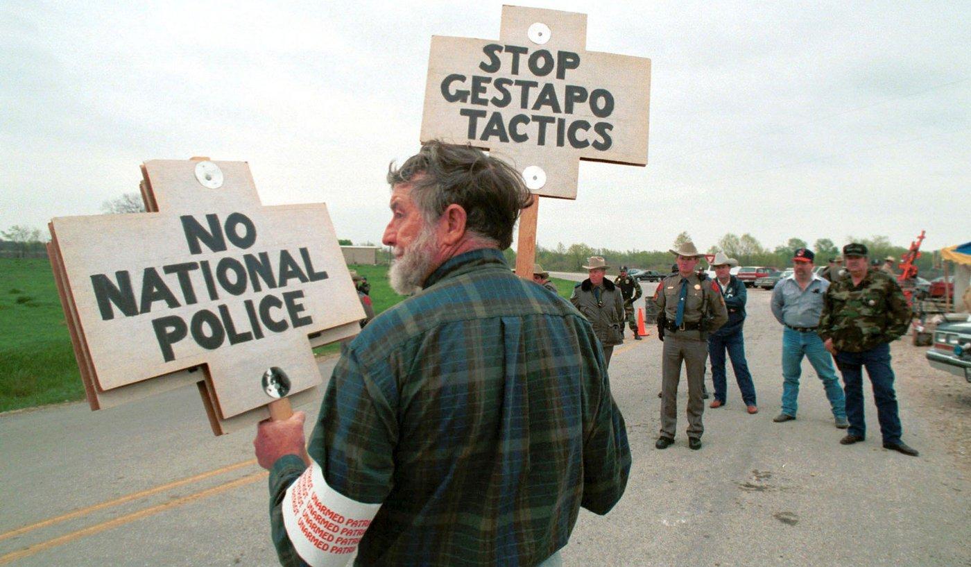 Ruby-Ridge-Patriots-Lone-Protestor-Waco-Alamy.jpg