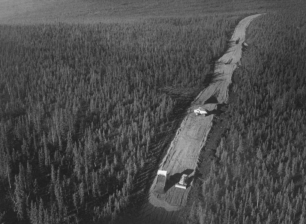 Pipeline-Native-land-Alaska_pipeline_road_construction_1969_FWS.jpg