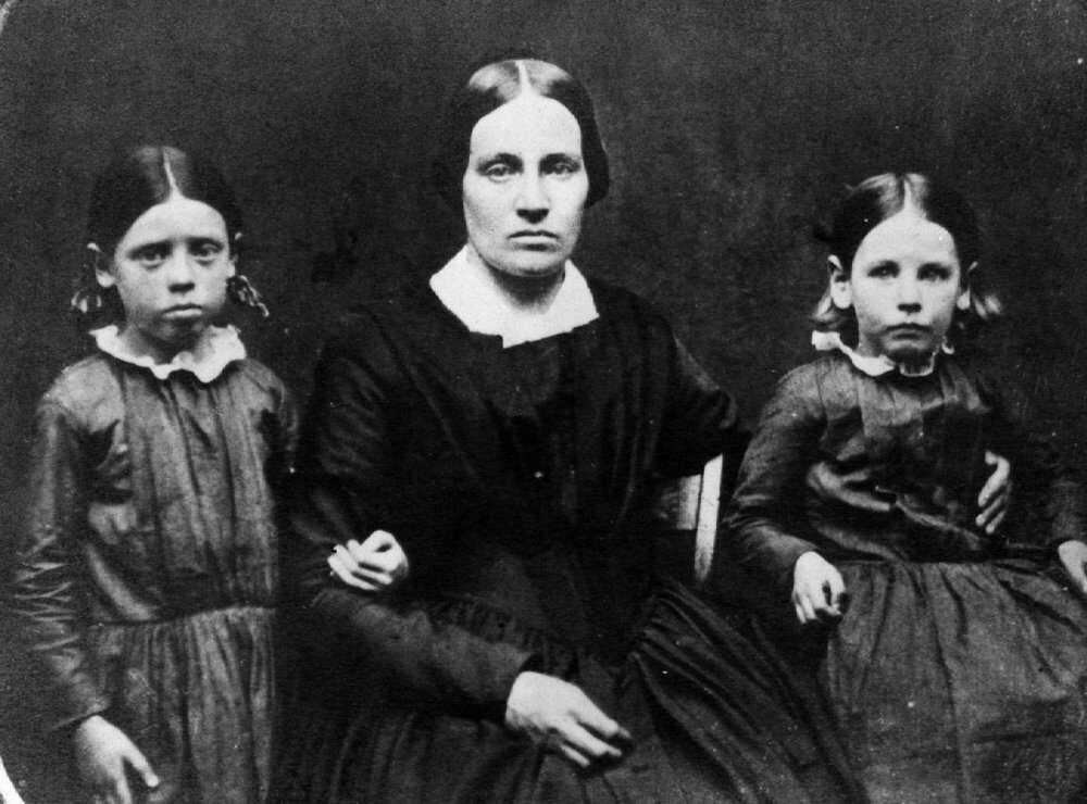 Brown-Timeline-1833_family.jpg