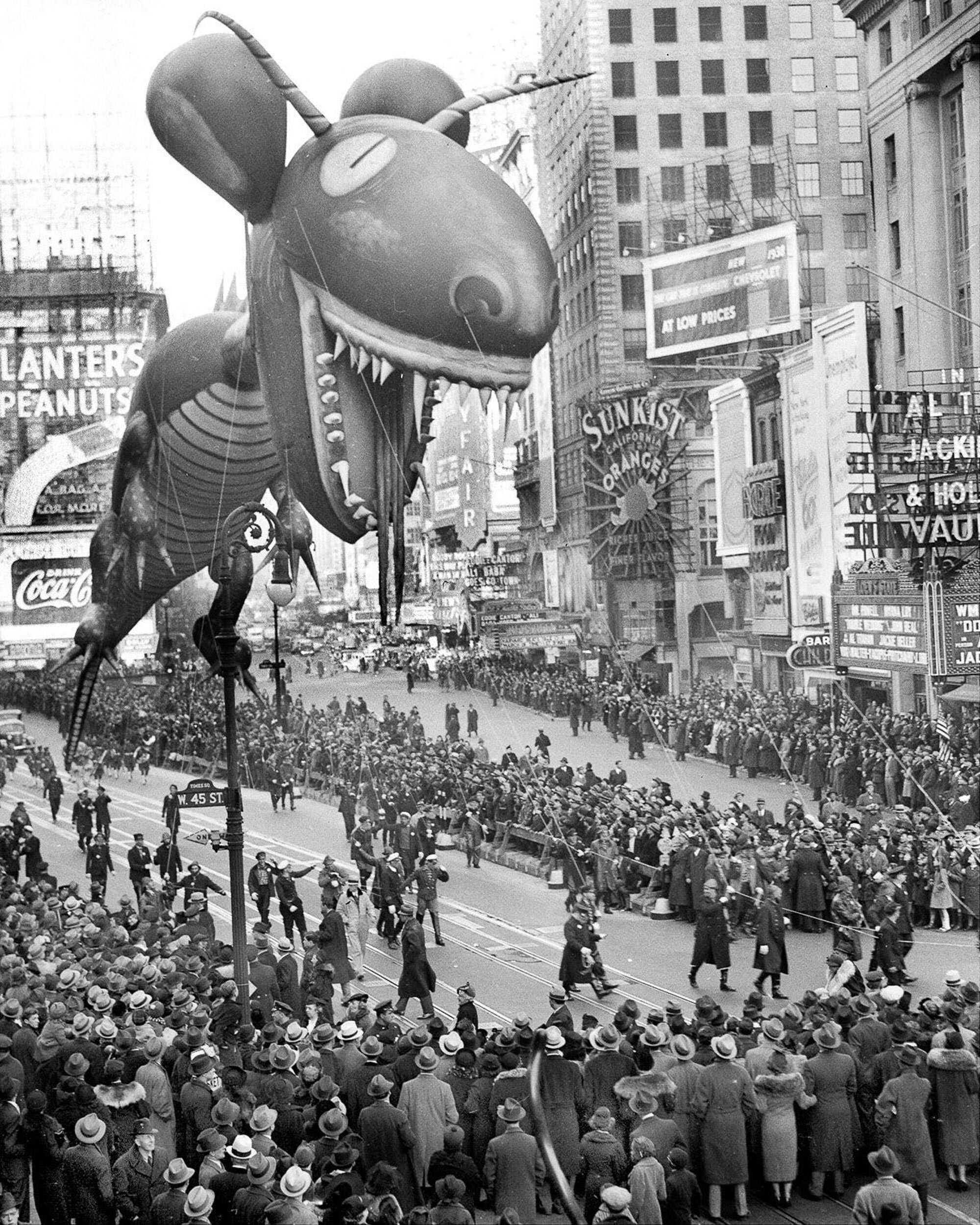 Sea-Monster-Parade-Dino-WalterKellehern_NYDailyNewsArchive_Getty-macysparade-26.jpg