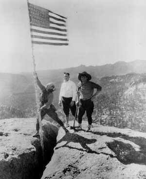 Rushmore-timeline-1925-flag.jpg