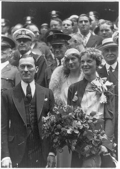 Earhart Timeline 3 LOC 1932  standing with Mayor James Walker of New York .jpg