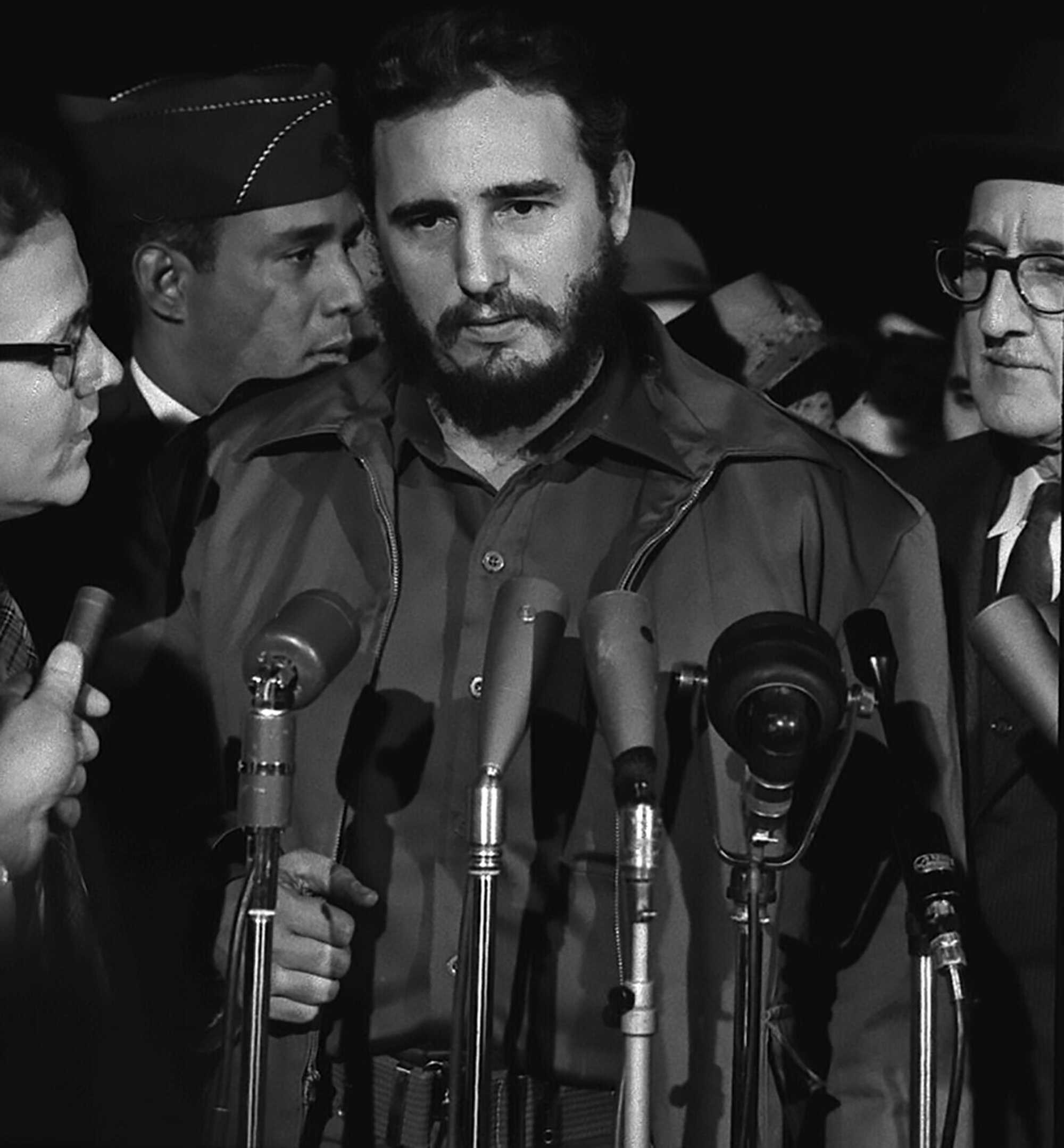 Castro-Fidel-arrives-MATS-Terminal,-Washington,-D.C.-LOC-1959.jpg