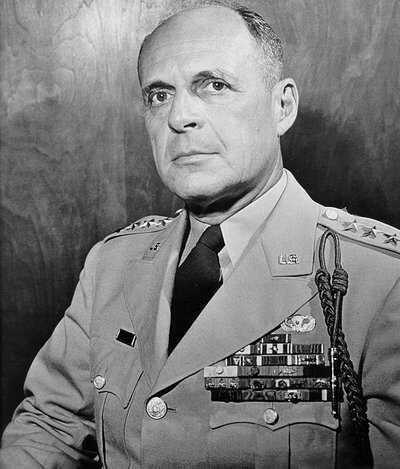 Macarthur-Matthew_B_Ridgway-US-Army-Japan-1951.jpg