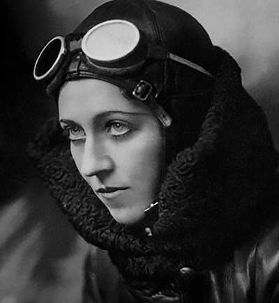 flygirls-Amy_Johnson_portrait.jpg