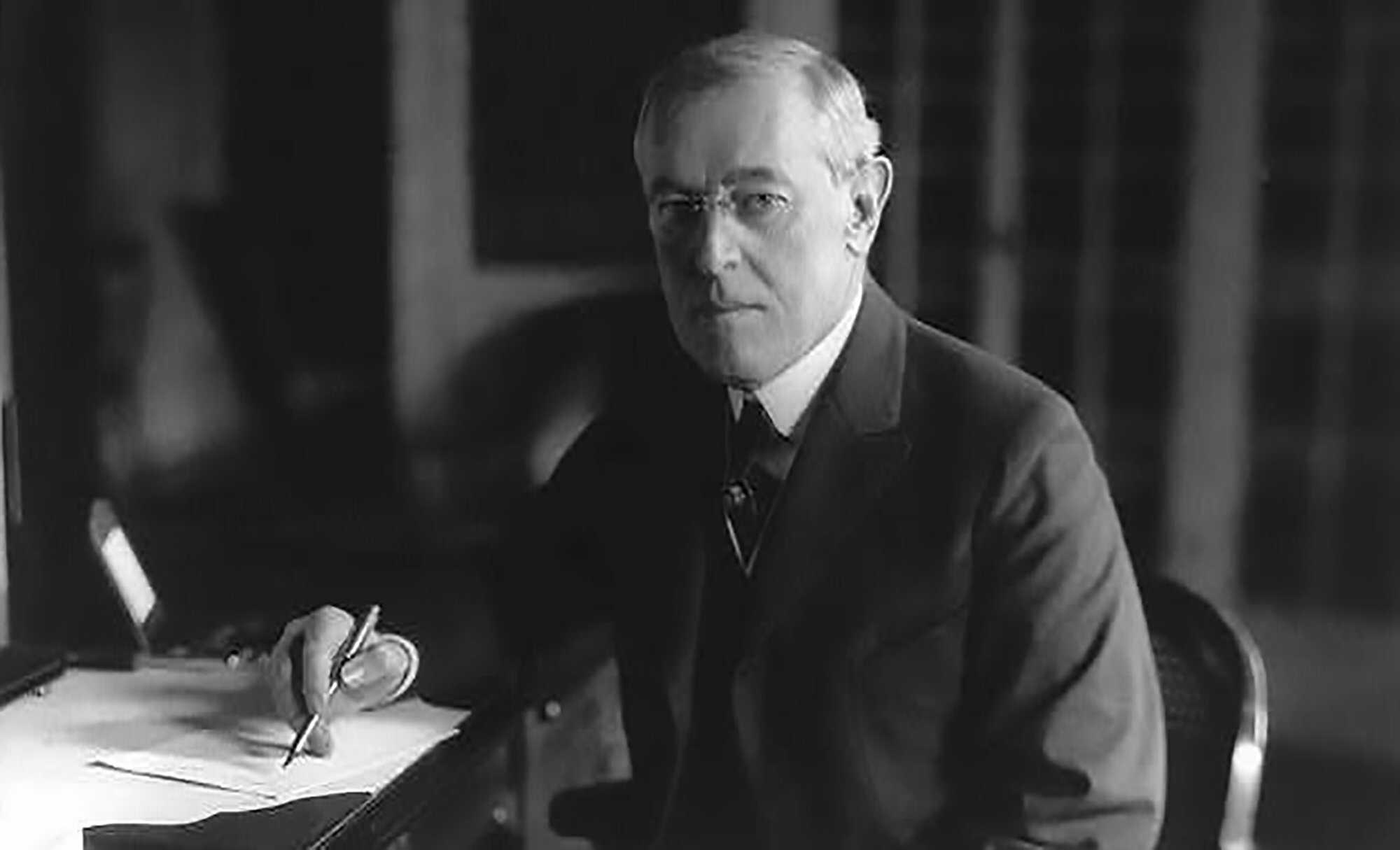 Wilson-America-at-War-1918-LOC-.jpg