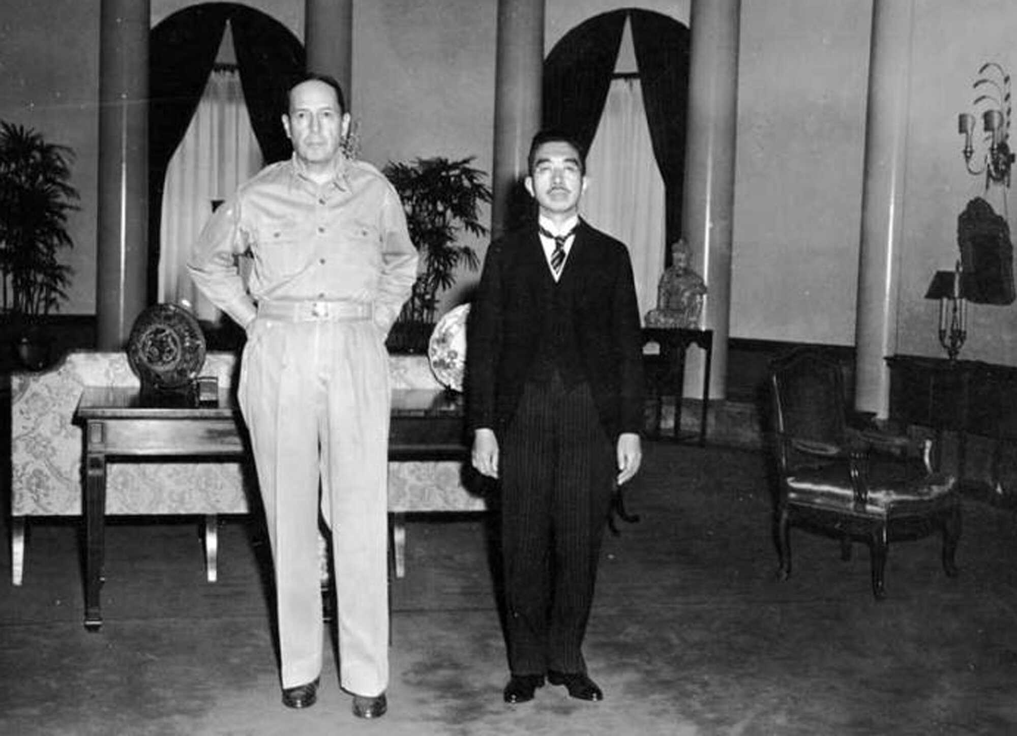 Macarthur-Hirohito-Japan-Occupation.jpg