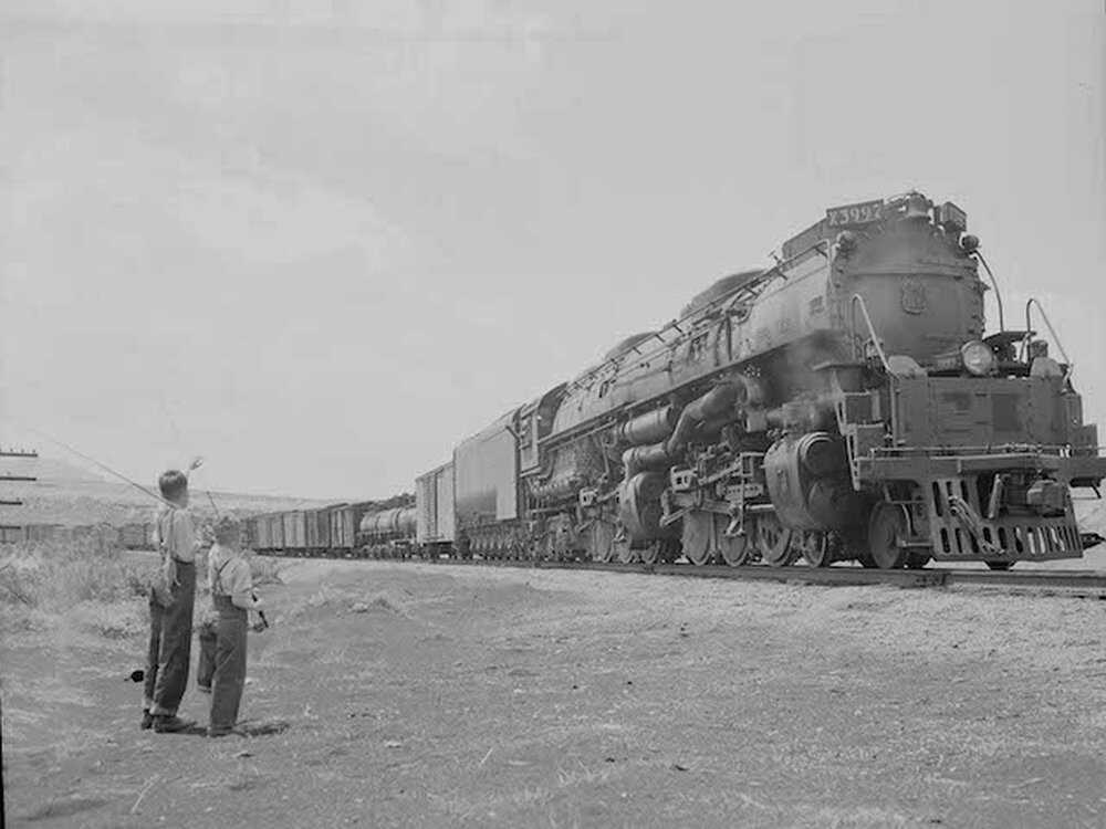 rails_general article_boyswaving.JPG