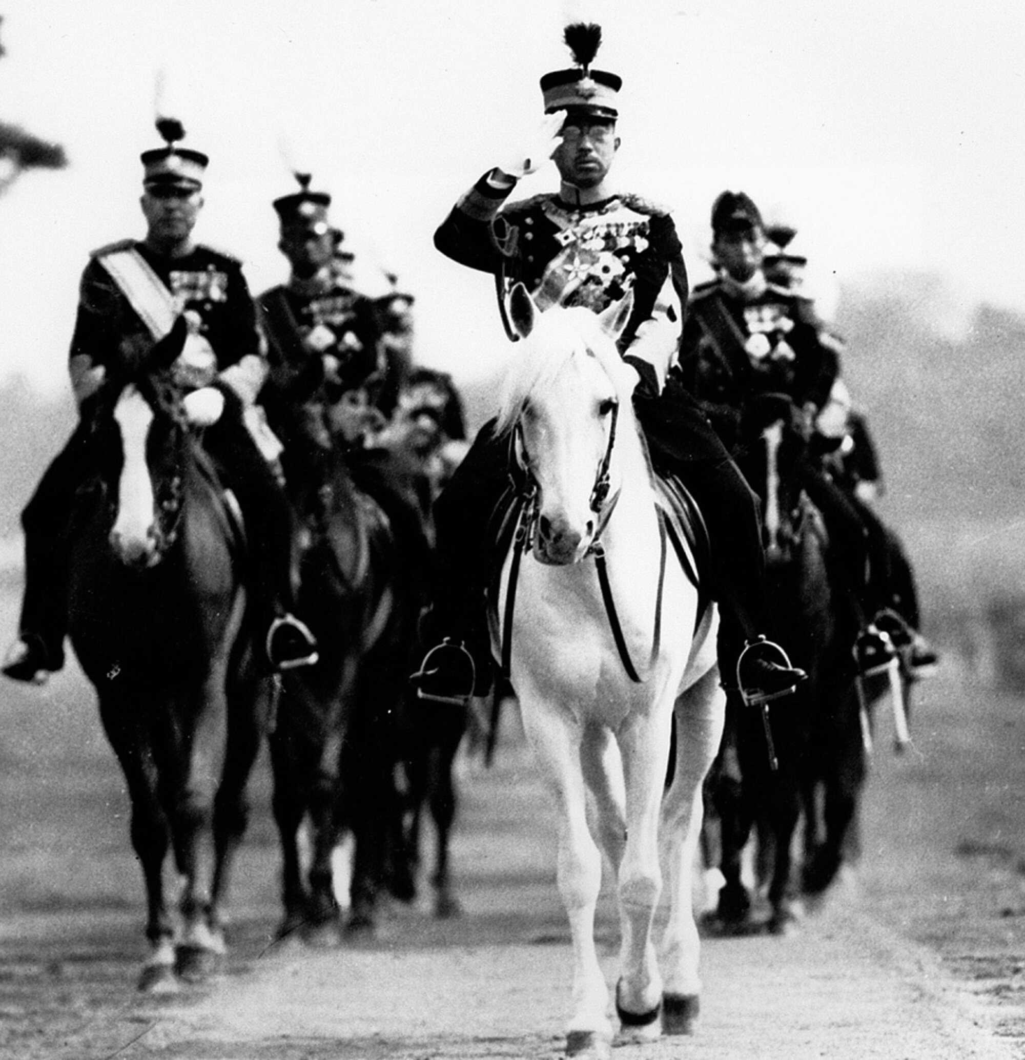 macarthur-Emperor-and-PM-1945-LOC-.jpg