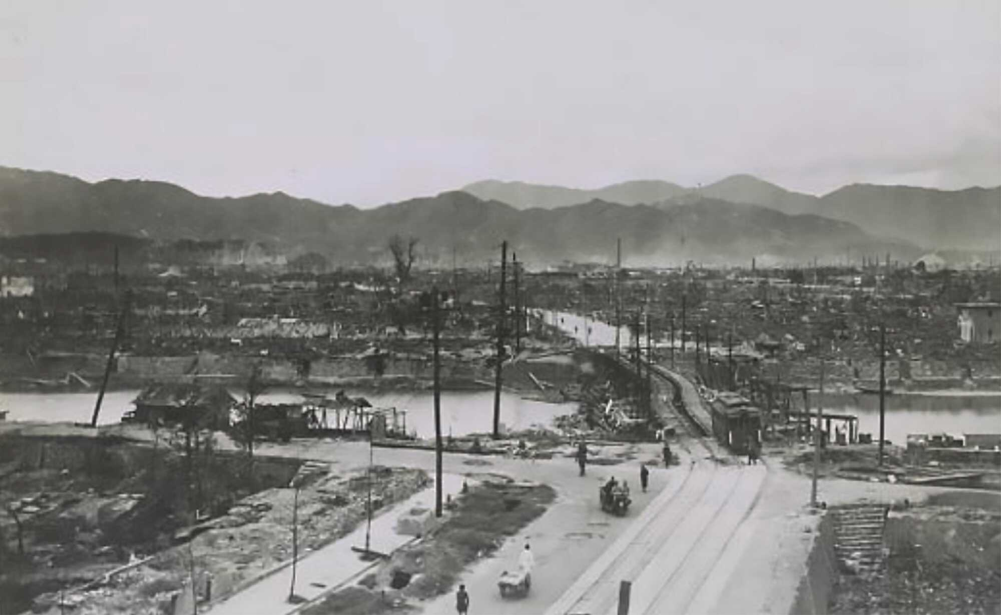 An analysis of the atomic bomb use in 1945 on the japanese city of hiroshima