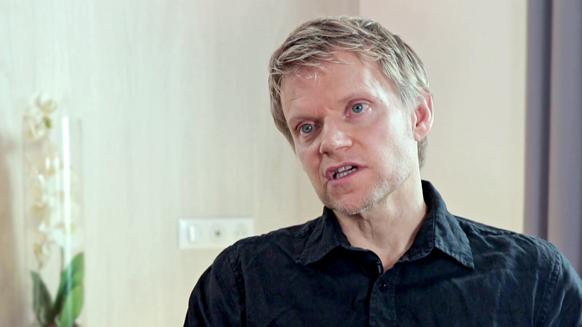 Marc Warren on Van der Valk