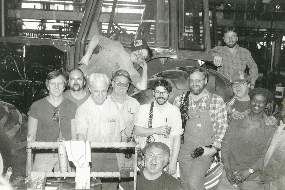 Was The Last Person Working In The Allis Chalmers Tractor Division He Took This Picture Of His Coworkers On The Plant S Last Day Of Production