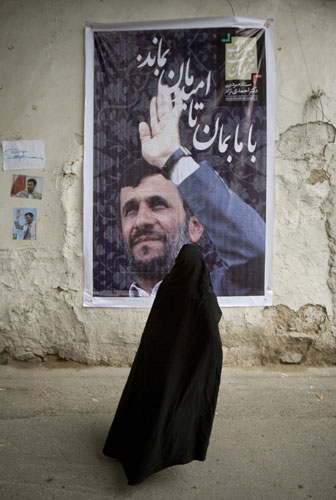Iran-elections-Woman-stan-005.jpg