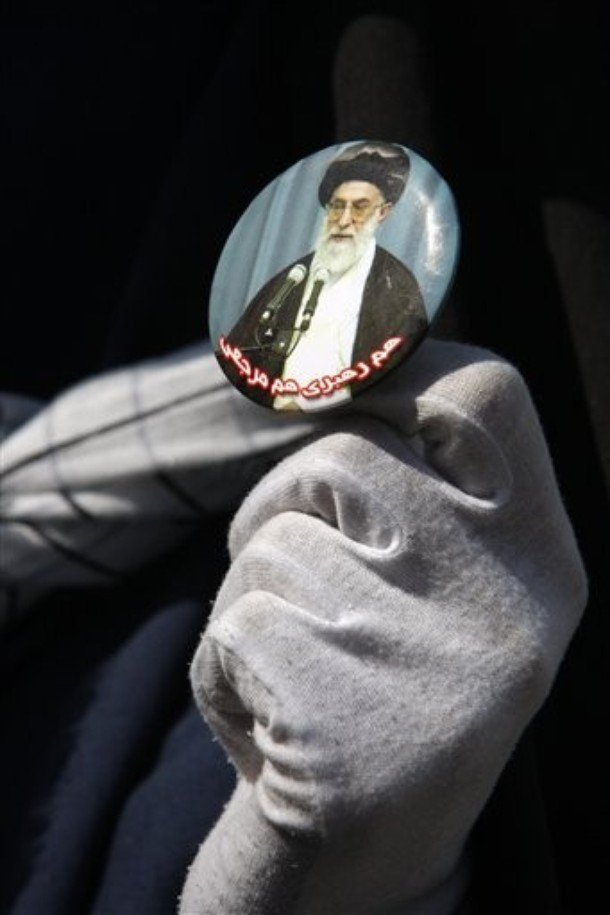 woman+holds+a+picture+of+Iranian+supreme+leader+Ayatollah+Ali+Khamenei,+during+an+anti-Israel+demonstration,+after+Friday+prayers,+in+Tehran,+Iran,+Friday,+Oct.+9,+2009.jpg