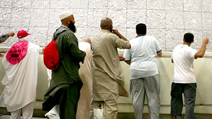 images/hajj_rock_throwing_3_430x242.jpg