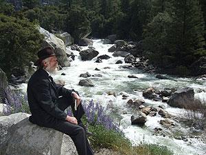 John Muir (portrayed by Howard Weamer) in Yosemite. Photo by Bob Roney © Global Village Media.