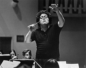 James Levine rehearsing circa his Metropolitan Opera debut with Tosca, June 5, 1971, at the age of 28.