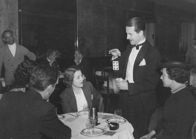 Dai Vernon at the Kit Kat Club in 1936. Photo: Irving Desfor, courtesy of Dai Vernon Estate.