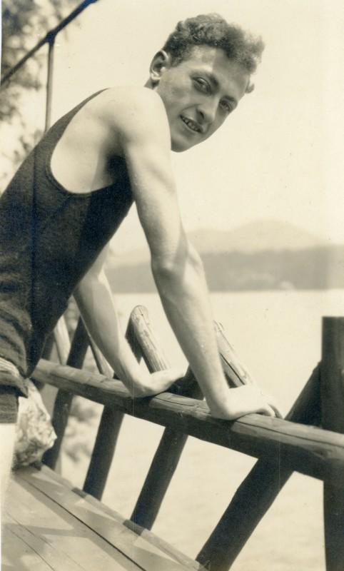 Jascha Heifetz, circa 1920. Photo: Library of Congress