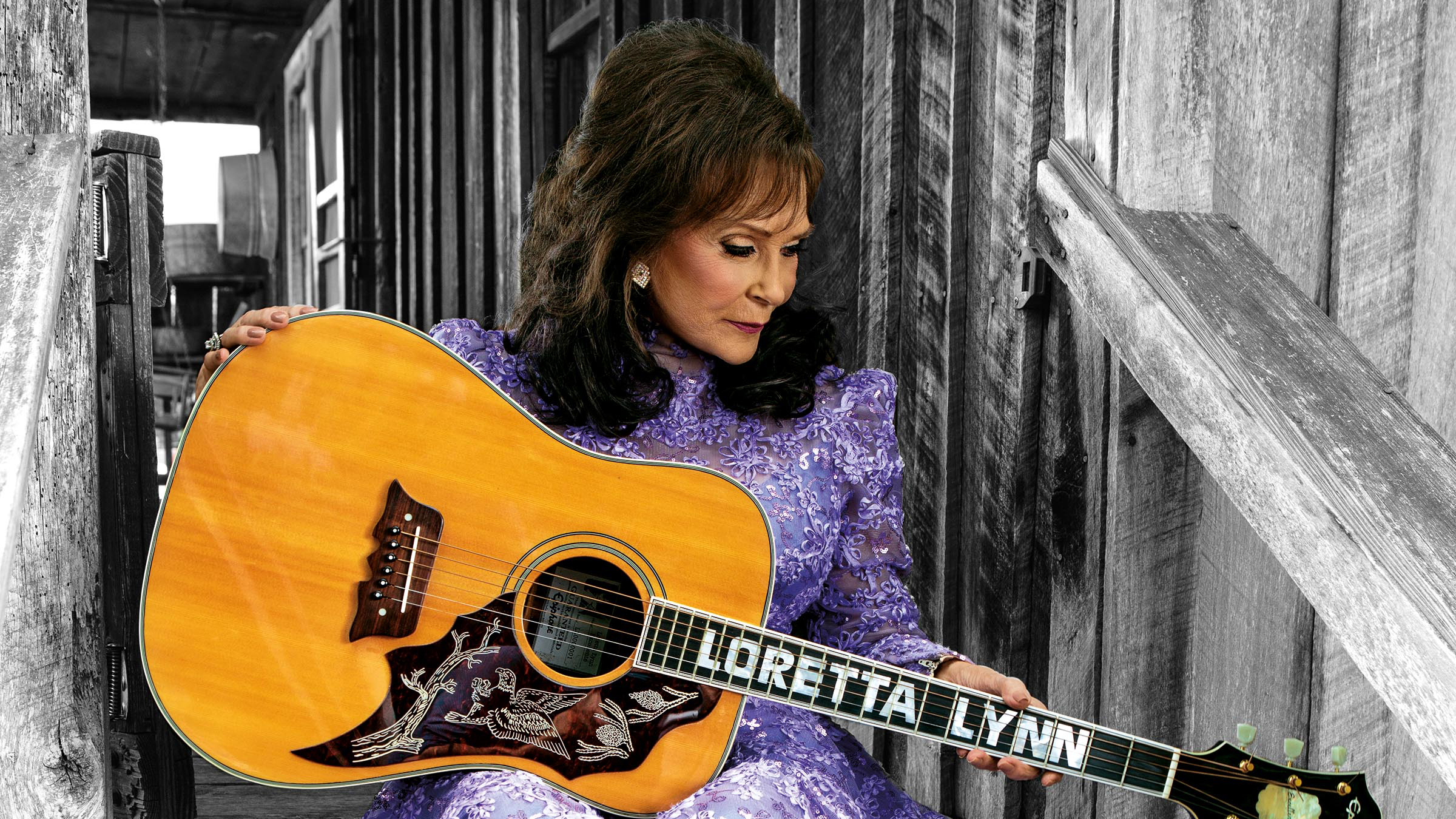 loretta lynn Loretta lynn has broken her hip inside her tennessee mansion and the 85-year-old country legend's sister crystal gale took to instagram on monday asking for fans to 'send love and prayers.