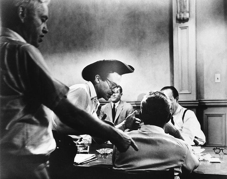12 ANGRY MEN, (aka TWELVE ANGRY MEN), director Sidney Lumet (hat), on set, 1957