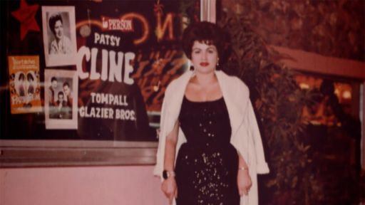 "How Patsy Cline took Loretta Lynn ""under her wings"""