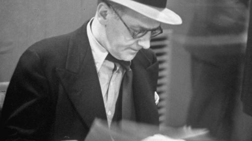 "Walter Winchell: The Power of Gossip -- Walter Winchell and the ""trial of the century"""