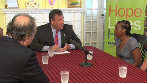 Governor Christie Helps House Families in Need