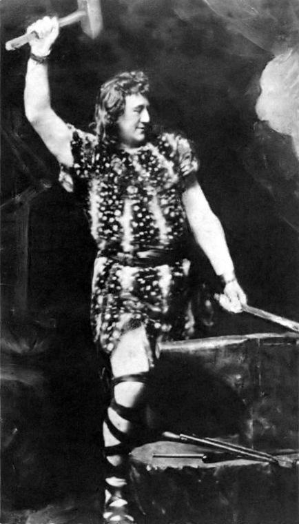 Heinrich Gudehus as Siegfried. Public Domain.