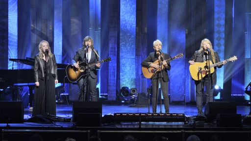 Joan Baez, Indigo Girls and Mary Chapin Carpenter Sing 'The Water Is Wide'
