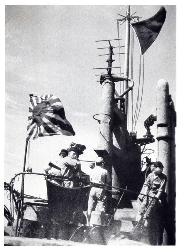 I-400 flying the black flag of surrender