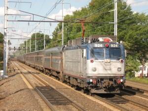 Silver_Meteor_train_97_passing_through_Elizabeth
