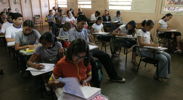 Public school classroom in Samambaia